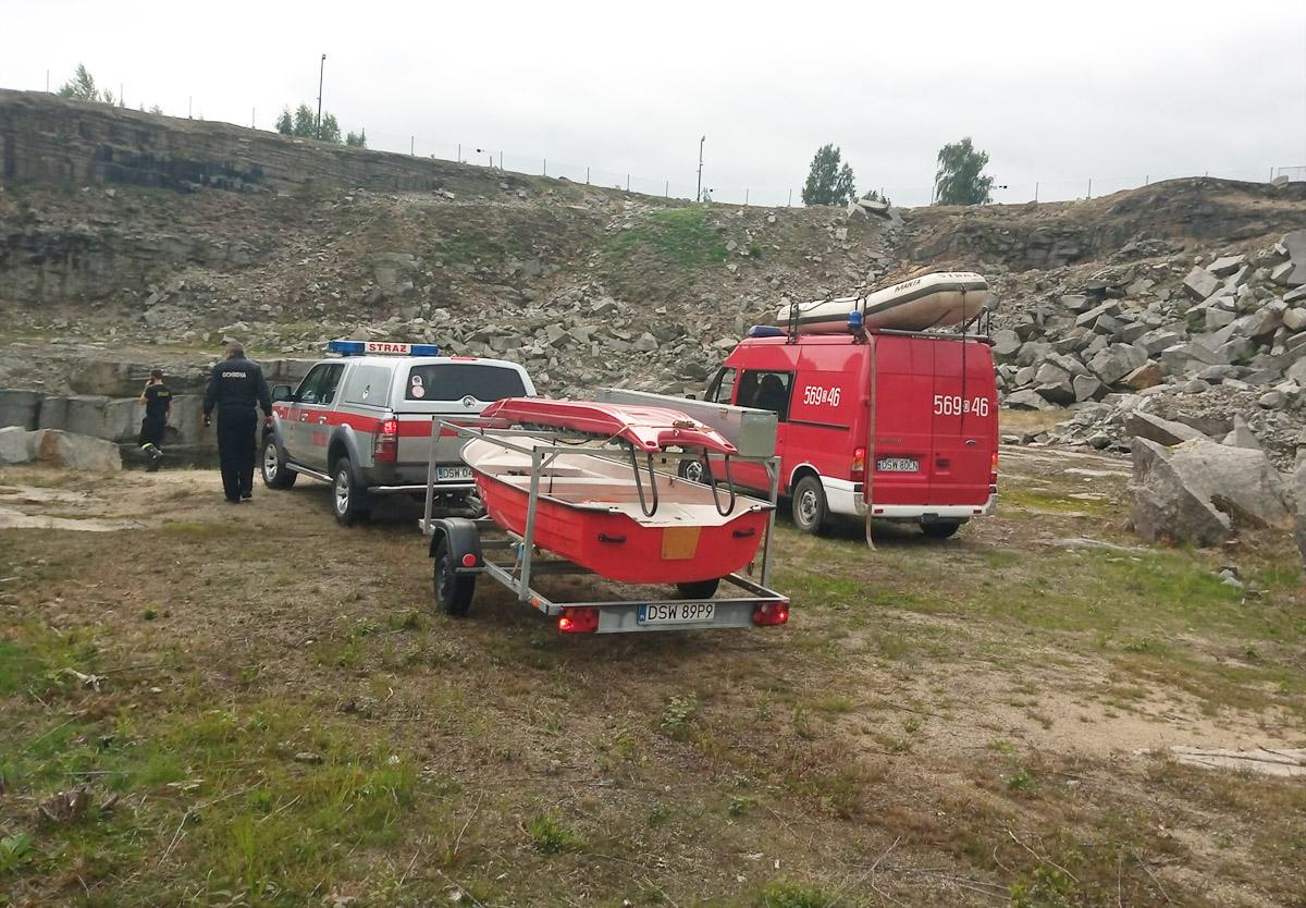 Nietypowa akcja strażaków w rogoźnickim kamieniołomie [FOTO]