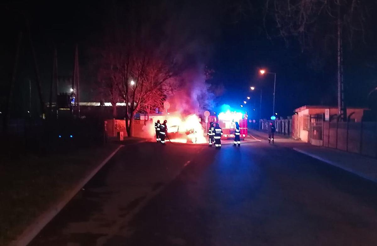 Auto spłonęło doszczętnie [FOTO]