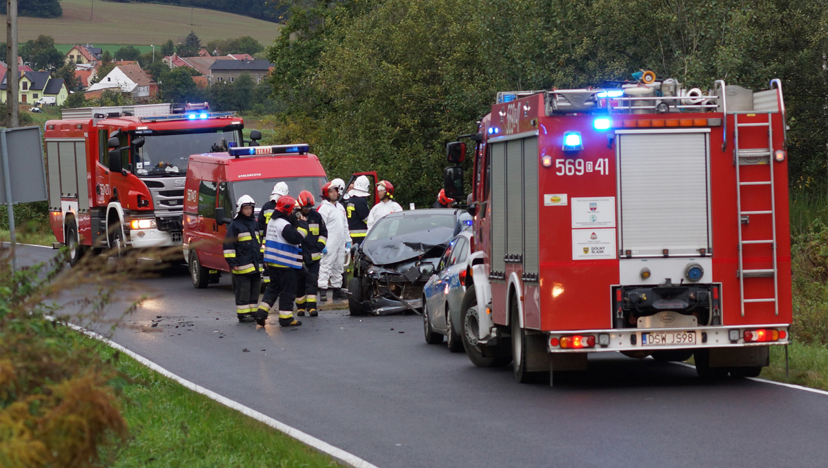 Auto wypadło z drogi pomiędzy Strzegomiem, a Żółkiewką [FOTO]
