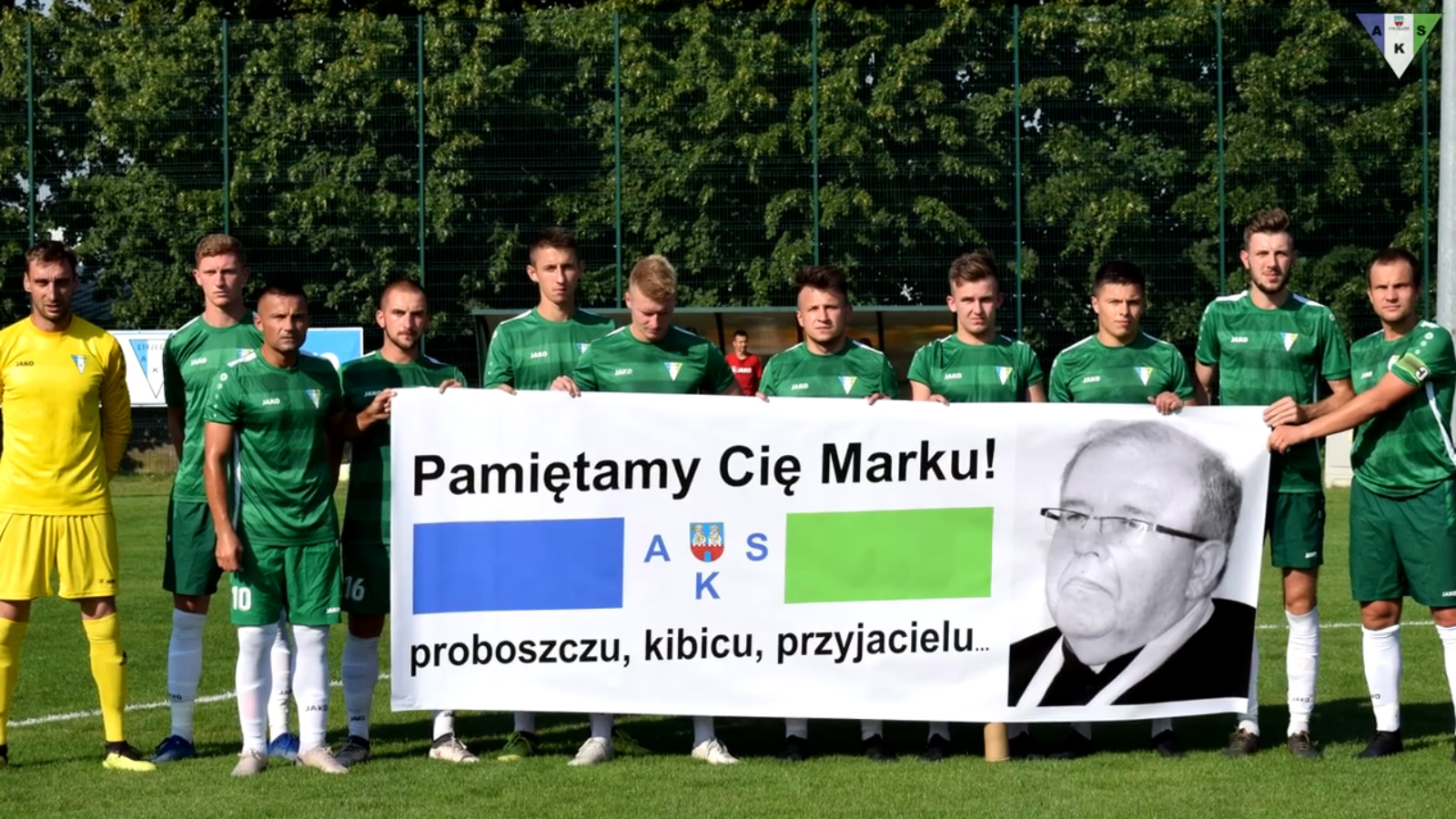 Piłkarze uczcili pamięć zmarłego ks. Marka Żmudy [FILM]