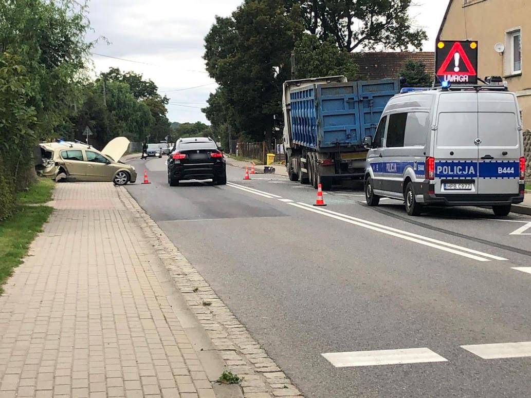 Wypadek z udziałem auta ciężarowego w Jaroszowie! [FOTO]