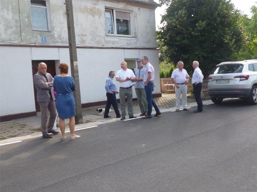 Nowa droga i chodnik w Stanowicach