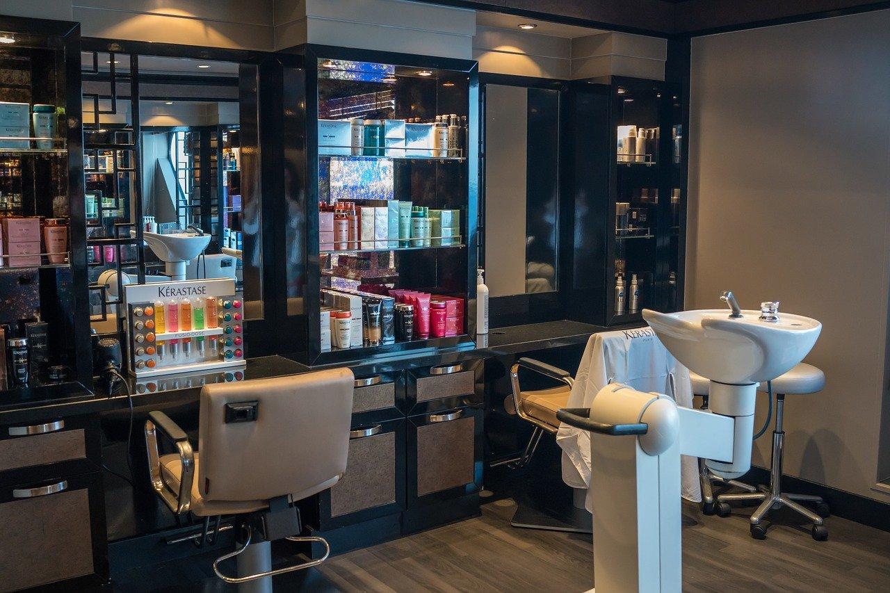 Nowa normalność – wytyczne dla fryzjerów, kosmetyczek i gastronomii