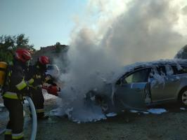 Spłonął samochód przy ul. Szarych Szeregów [FOTO]