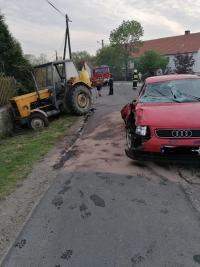 Osobówka uderzyła w ciągnik rolniczy [FOTO]