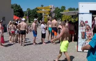 Oblężenie na strzegomskich basenach [VIDEO+FOTO]
