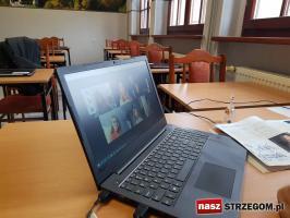 Koronawirus nie zwalnia uczniów z zajęć [FOTO+FILM]
