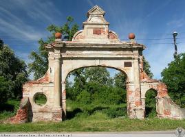 Historyczna brama zyska nowy blask [FOTO]