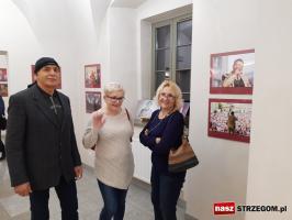 143 artystów na jednej wystawie [FOTO+FILM]