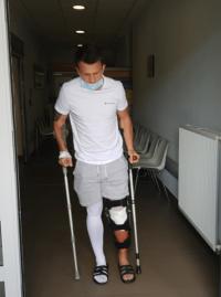Damian jest już po operacji. Teraz czeka go rehabilitacja [FOTO]
