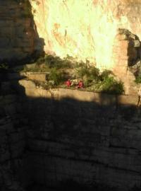Spadł z urwiska kamieniołomu! [FOTO]