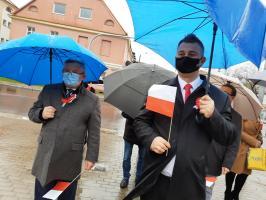 Dzień Flagi w strugach deszczu [FOTO]